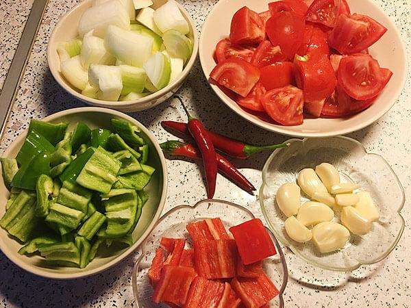 Lokales Fleischgericht - Eli Böğründe