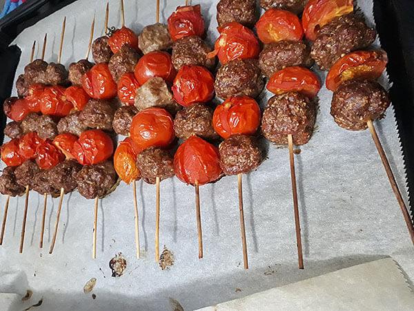 Hackbällchen mit Tomaten - Domatesli Fırın Köfte