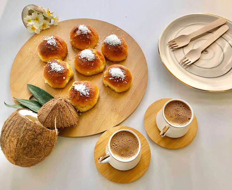 Süßgebäck mit Kokos und Sirup